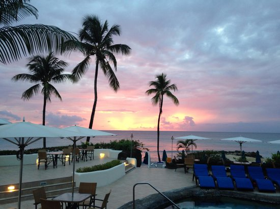 Crystal Cove by Elegant Hotels: Sunset at Crystal Cove