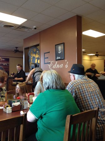 Edna's Restaurant : Crowd