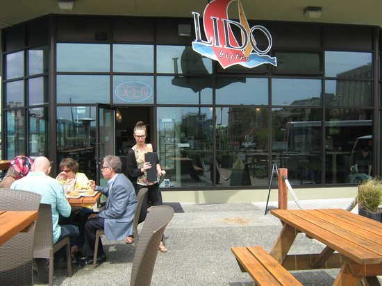Lido Waterfront Bistro & Bar : Front entrance of Lido Waterfront Bistro