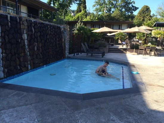 Calistoga Spa Hot Springs: Large baby pool! Very warm.