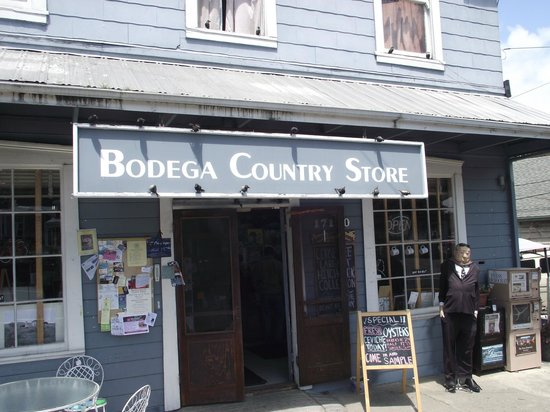Bodega Country Store: Entrance to the store
