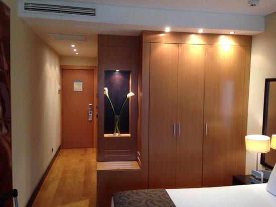 Eurostars Monumental : Walk way into the room.