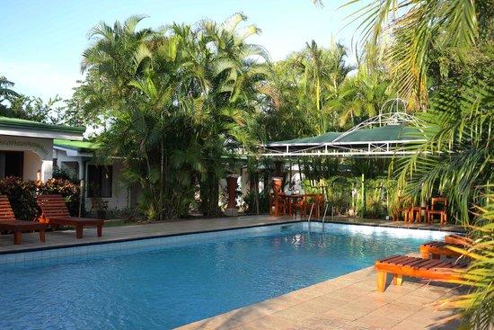 Hotel La Rosa de America: Hotel or Garden?
