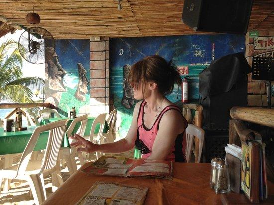 Tiki Tok Restaurant Bar: Chillin