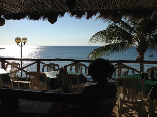 Tiki Tok Restaurant Bar: Playa del Carmen is across there somewhere!
