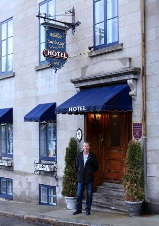 Manoir Sur-le-Cap : Front door to hotel