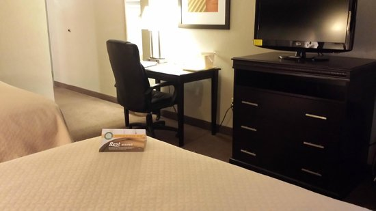 Quality Inn & Suites of Battle Creek: nice clean room