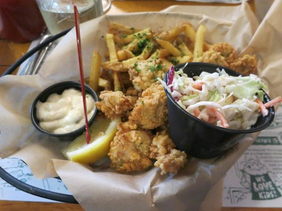 Cappy's Chowder House : a few Fried oysters witha lot of packaged fries