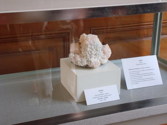 Museo de Minerales Andres del Castillo: A small donation!
