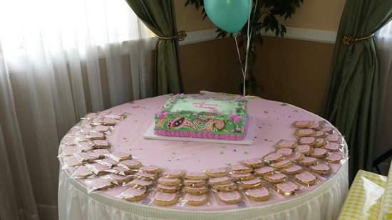 Monteleone Bakery Cake And Favors Cookies