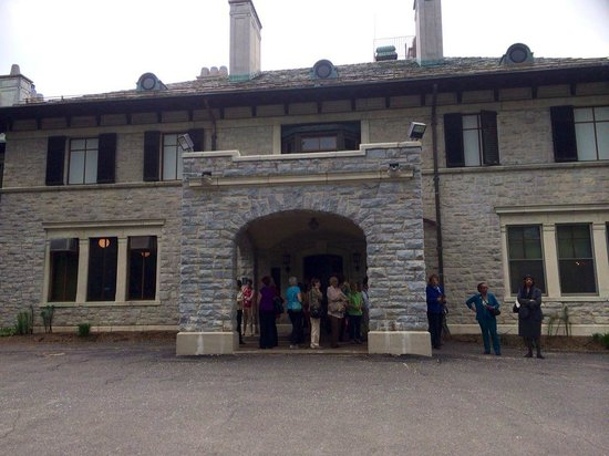 Connecticut Historical Society: historical society entrance