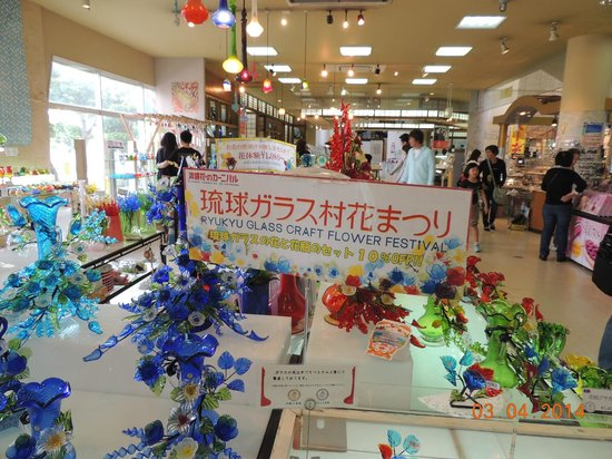 Ryukyu Glass Village (Craft): Artesanato (flores) em vidro