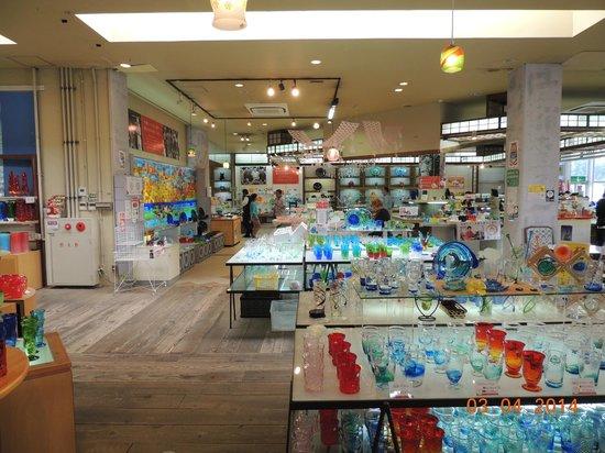 Ryukyu Glass Village : Aspecto da loja de fábrica