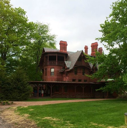 Mark twain stables picture of the mark twain house for The hartford house
