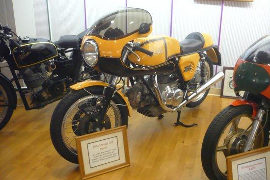 Solvang Vintage Motorcycle Museum : 1974 Ducati 750 Sport