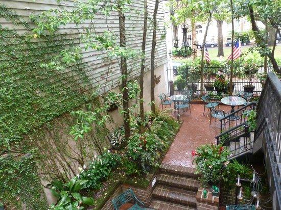 Ballastone Inn: Adjacent Garden Area
