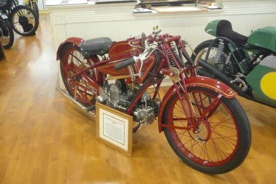 Solvang Vintage Motorcycle Museum : Another Antique bike in pristine condition