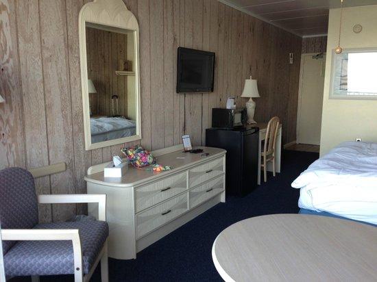 Belvedere Beach Resort: The Room Area