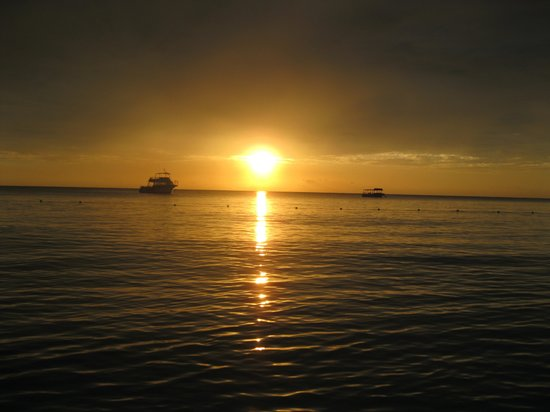 Beaches Negril Resort & Spa : Spectacular sunsets every night!