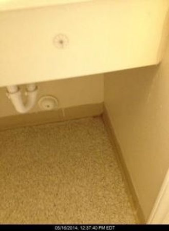 High Point Extended Stay Hotel : dirty bath floor - part of it