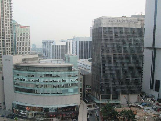 Hotel Novotel Kuala Lumpur City Centre: 周囲はビルばかり