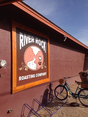 River Rock Roasting Company and Baked Goods: Signage