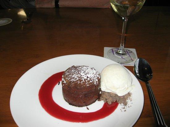 Roy's Restaurant: Lava cake!