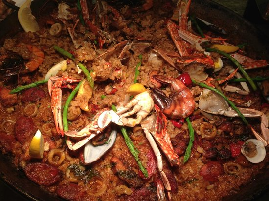 Sky Deck at The Bayleaf Hotel: Paella