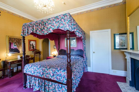 Victoria Court Hotel Sydney: 4 Poster bed in The Victoria Room