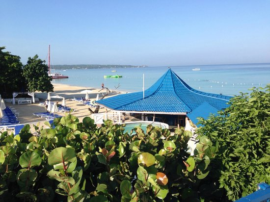 Negril Tree House Resort : View from the breakfast buffet.