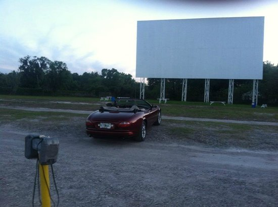 Silvermoon Drive-in: We got really early this night. Gets really crowded during kids summer vacation.