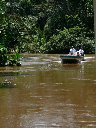 Pachira Lodge: Traffic along one of the many canals