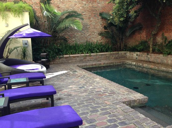 Hotel Le Marais: Patio pool area
