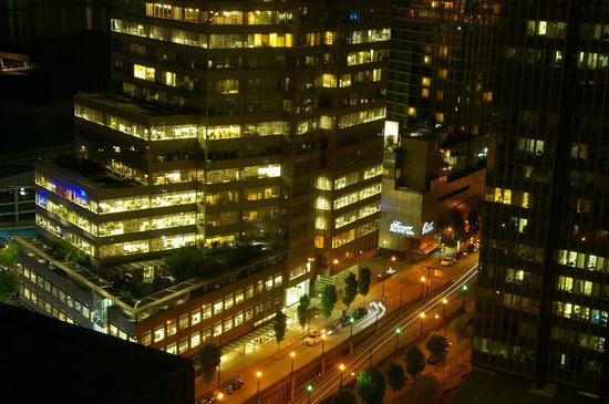Vancouver Marriott Pinnacle Downtown Hotel: View at Night