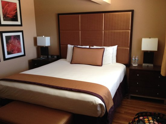 Mariposa Inn and Suites: A nice bed