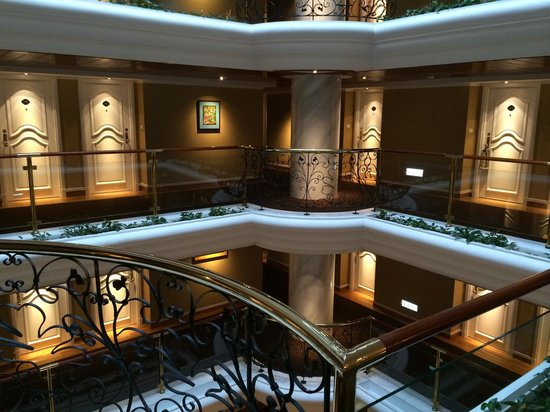 The Riviera Hotel: Seven floors around an atrium