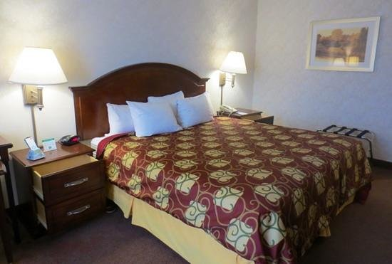 Best Western Royal Plaza Hotel & Trade Center: Clean and comfy bed