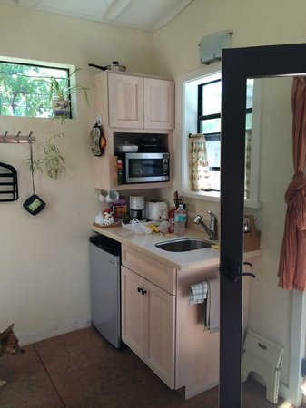 Berry Patch Cottage and Hideaway: Hideaway kitchen
