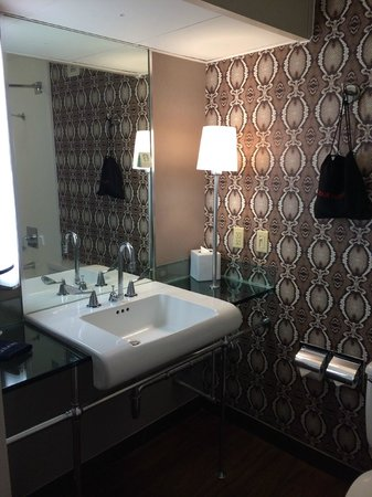Hotel Derek Houston Galleria : Bathroom