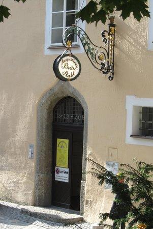 Augustiner Braustubl : Entrance from Augustinergasse