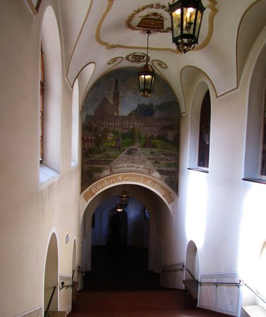 Augustiner Braustubl: One of many murals