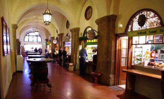 Augustiner Braustubl : Food kiosks
