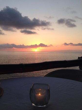 Le Kliff: Viewing the beautiful sunset