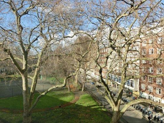 Harlingford Hotel: 部屋から見下ろすカートライト・ガーデンズ。