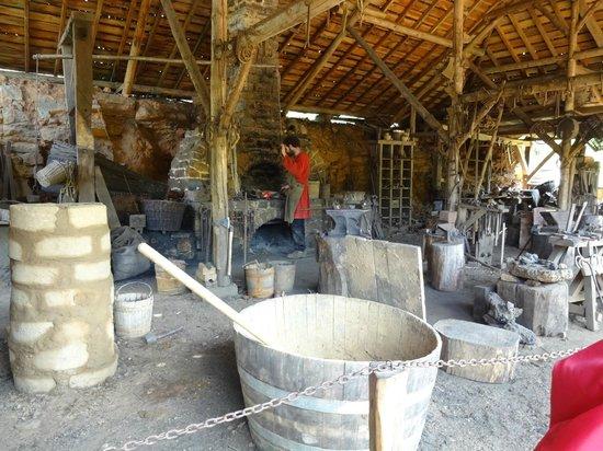 Chantier Medieval de Guedelon: craftsman at work