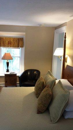 Federal House Inn: The Yale Room