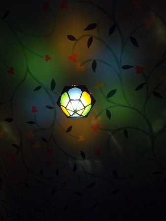 Hostel Riad Marrakech Rouge : La nuit dans la pièce télé, internet