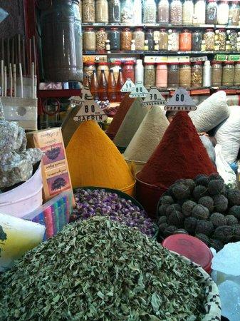 Hostel Riad Marrakech Rouge : Boutique épices et herboristerie près du Riad