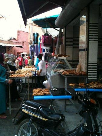 Hostel Riad Marrakech Rouge: En allant vers la tannerie de Marrakech