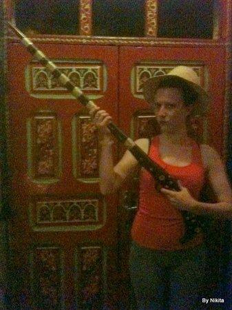 Hostel Riad Marrakech Rouge : Fusil pour La Fantasia